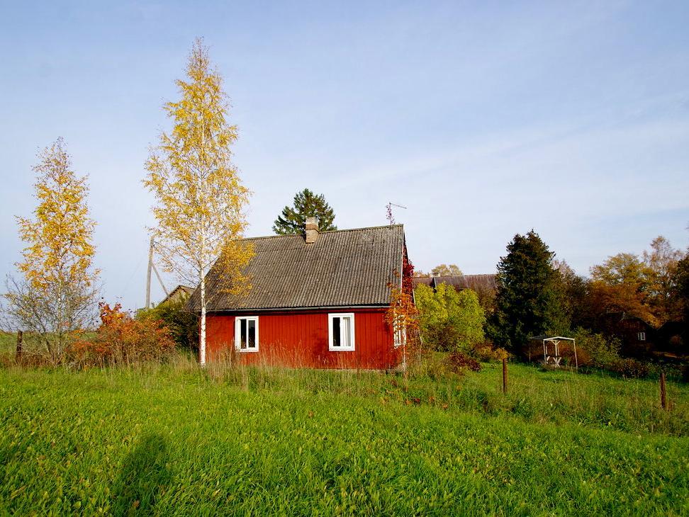 Bauernhof mit Blockhaus und Nebengebäuden in Unametsa
